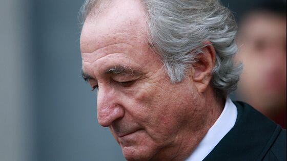 Bernard Madoff, Mastermind of Giant Ponzi Scheme, Dies at 82