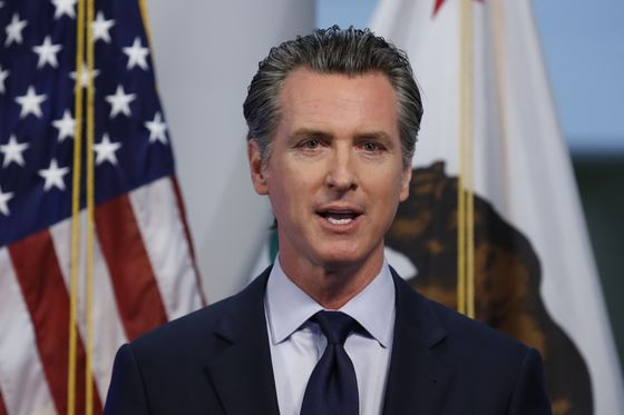 Palihapitiya Angles for Newsom's Job as Tech Group Backs Recall
