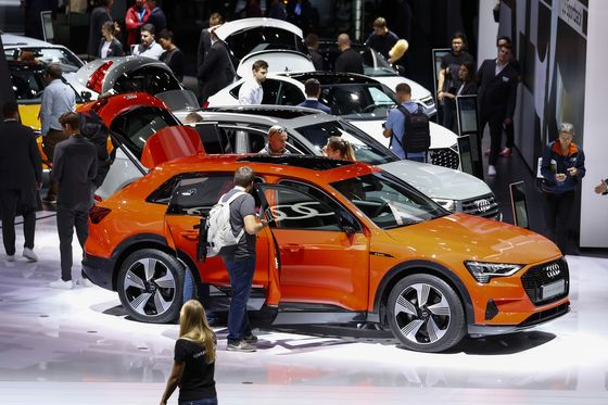 Audi Pauses Electric-Car Production as Tesla Zooms Ahead
