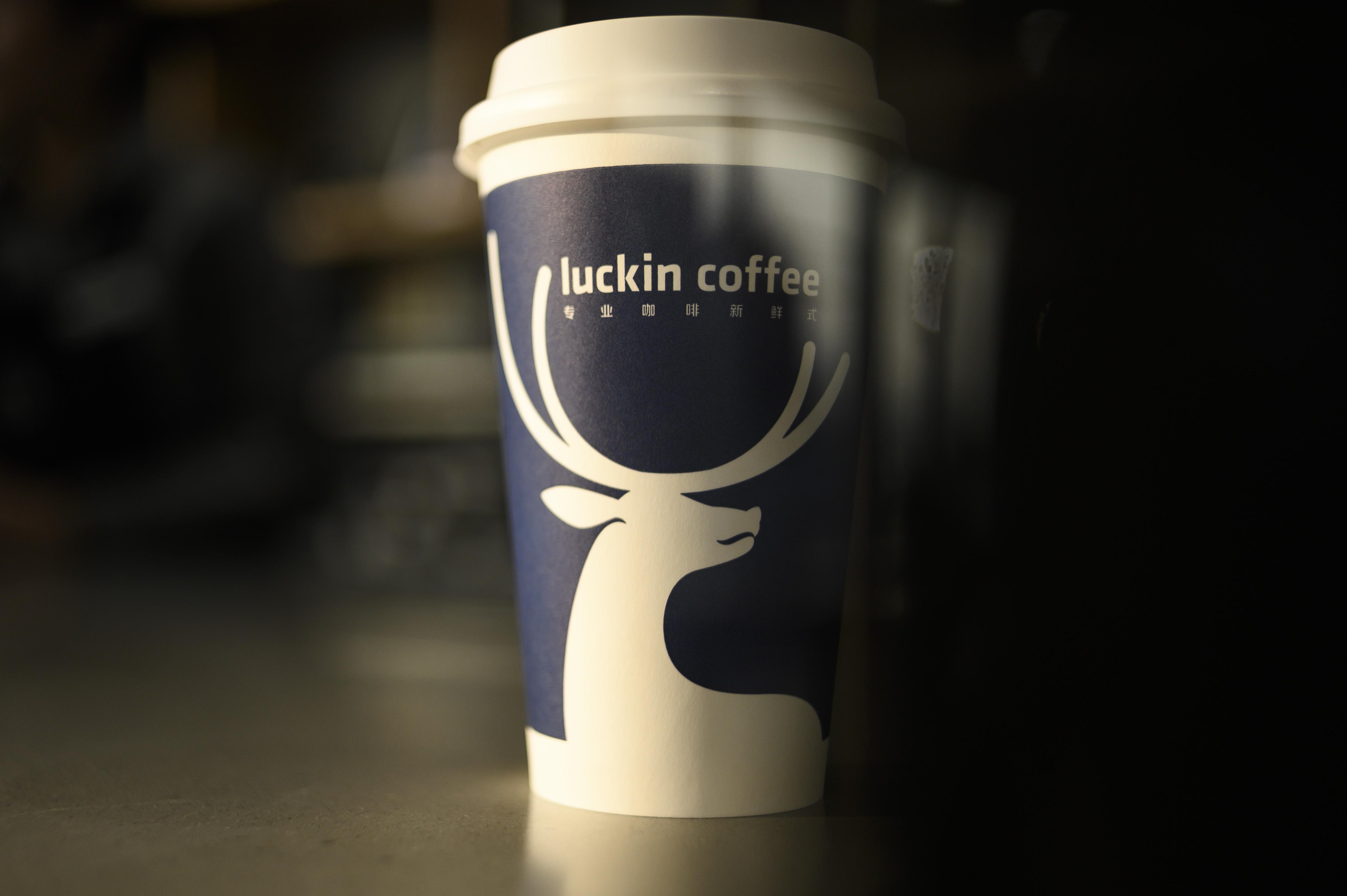 Starbucks Seasonal Drinks Calendar 2022.Coronavirus China S Luckin Won T Fade From Starbucks Battle Bloomberg