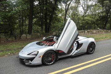 cars-mclaren-570-gt-review-bloomberg-02