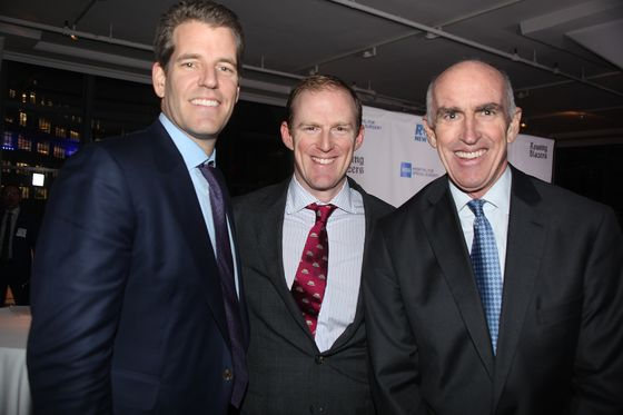 Winklevoss Twins Do a Power 10 to Help New York City Rowers