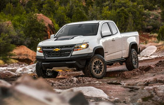 GM White-Collar Staff Roll Up Sleeves to Make In-Demand Pickups