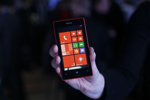 Nokia Sales Hit 13-Year Low as Phone Demand Misses Estimates