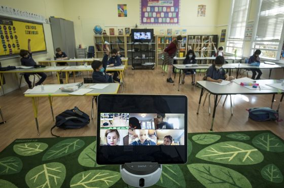 U.S. Pupils in Online Limbo Even as Cities Make Deals to Reopen
