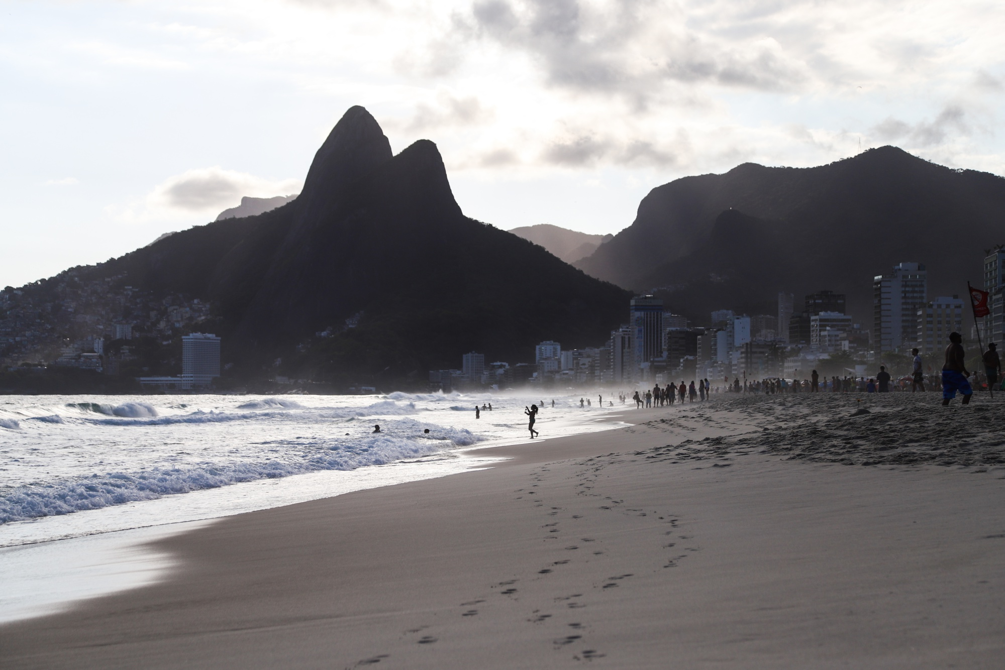 bloomberg.com - Vinicius Andrade - Franklin Templeton Considers Buying an Asset Manager in Brazil