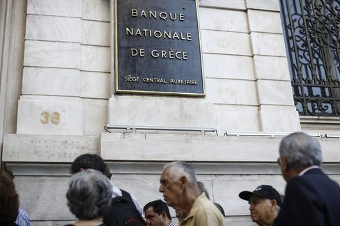 Bank Queues As Greece Reverses Payment Exemption For Pensioners