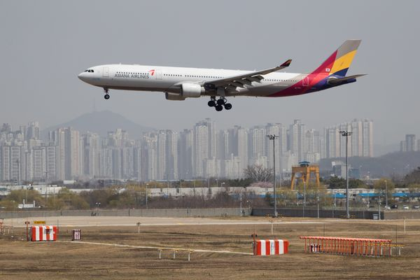 Asiana Air Gains Most on Record as Kumho Plans to Sell Shares