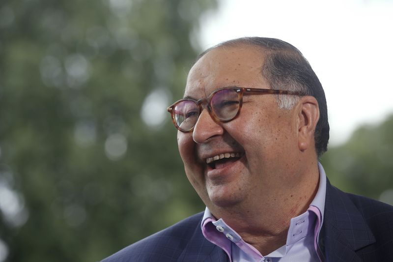 Usmanov Seen Topping Abramovich as Russias Biggest Giver