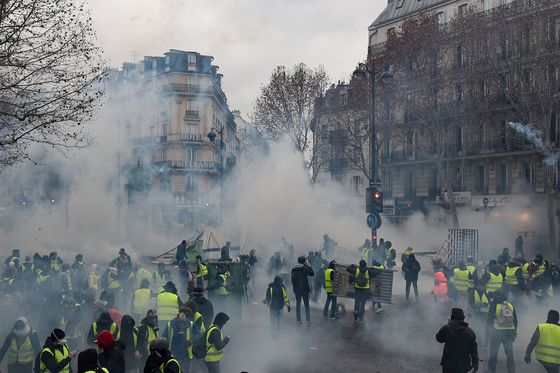 'Yellow Vest' Protests in France Lead to More Than 100 Arrests