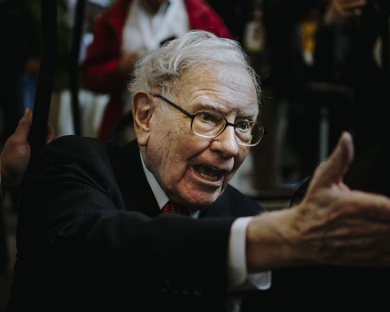 Buffett Slams Private Equity for Inflated Returns, Debt Reliance