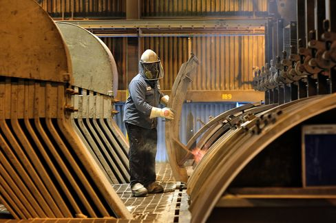 Alcoa Facing 'Hard Decisions' on Aluminum Plants Amid Oversupply