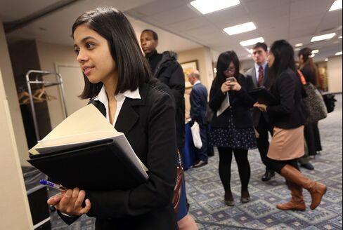 Jobless Claims in U.S. Decrease, Prolonging Seasonal Swings