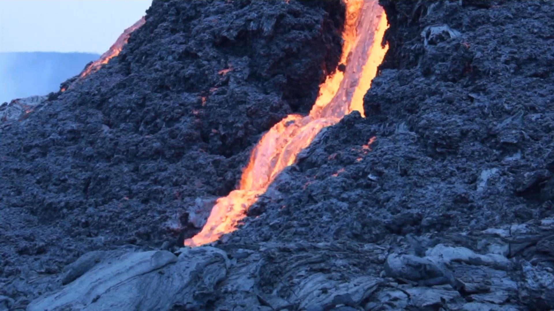 Volcano in Iceland Erupts for First Time in Hundreds of Years thumbnail