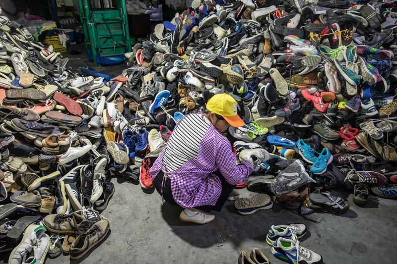 relates to China's Next Problem Is Recycling 26 Million Tons of Discarded Clothes
