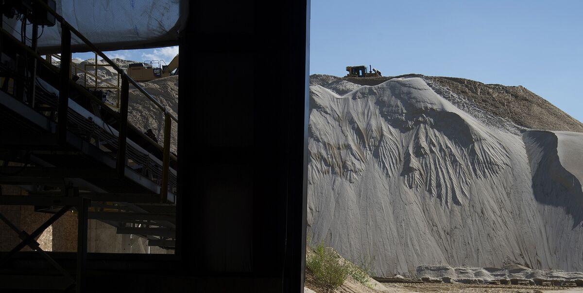 Frack-Sand Supplier Tumbles After 'Going Concern' Warning