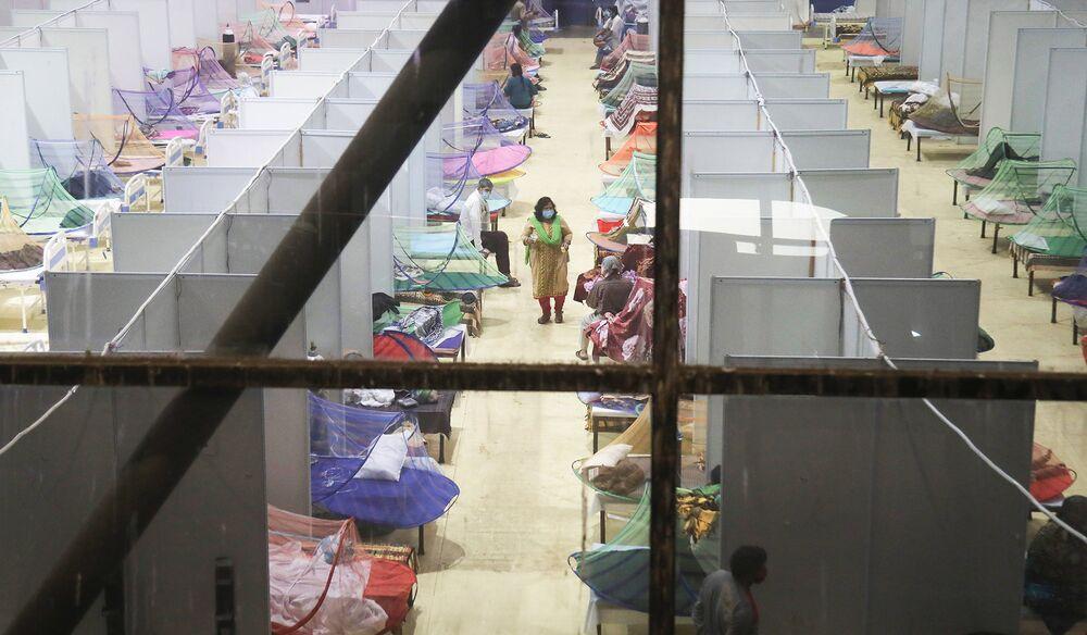 Bệnh nhân nhiễm Covid-19 bên trong một trung tâm chăm sóc ở New Delhi. Nhiếp ảnh gia: Naveen Sharma / SOPA Images / LightRocket / Getty Images