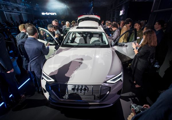 At The Paris Motor Show Look To Germany For All The Fun Bloomberg - Audi car show