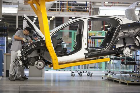 General Motors-Peugeot Talks Said to Slow While Economy Worsens