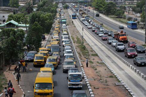 Motorists queue to buy fuel in Lagos