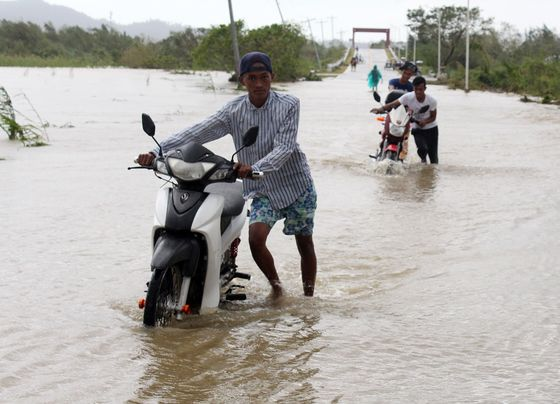 Typhoon Yutu Leaves7 Dead, 30Trapped inPhilippine Landslides