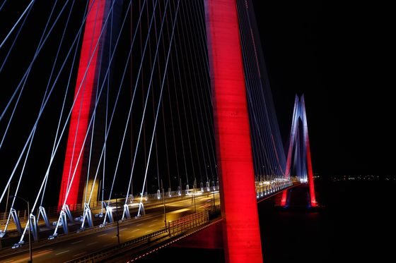 China Investors' Purchase of Istanbul Bridge Stake Said to Stall