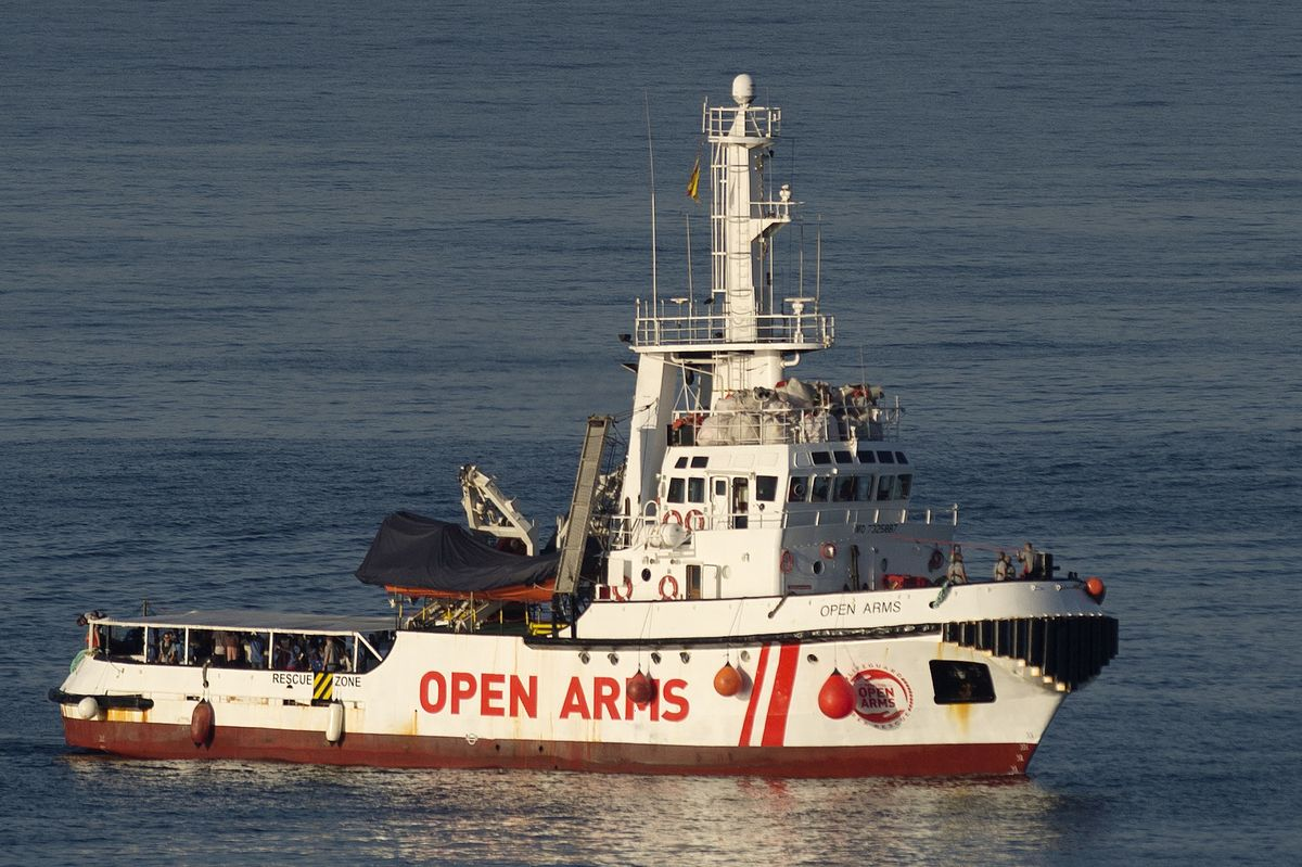Spain Rebukes Salvini, Offers Port to Receive 'Open Arms' Vessel