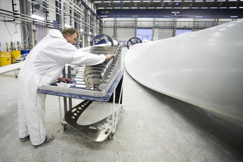 Vestas Restructuring May Cut Jobs While Keeping Engel as CEO