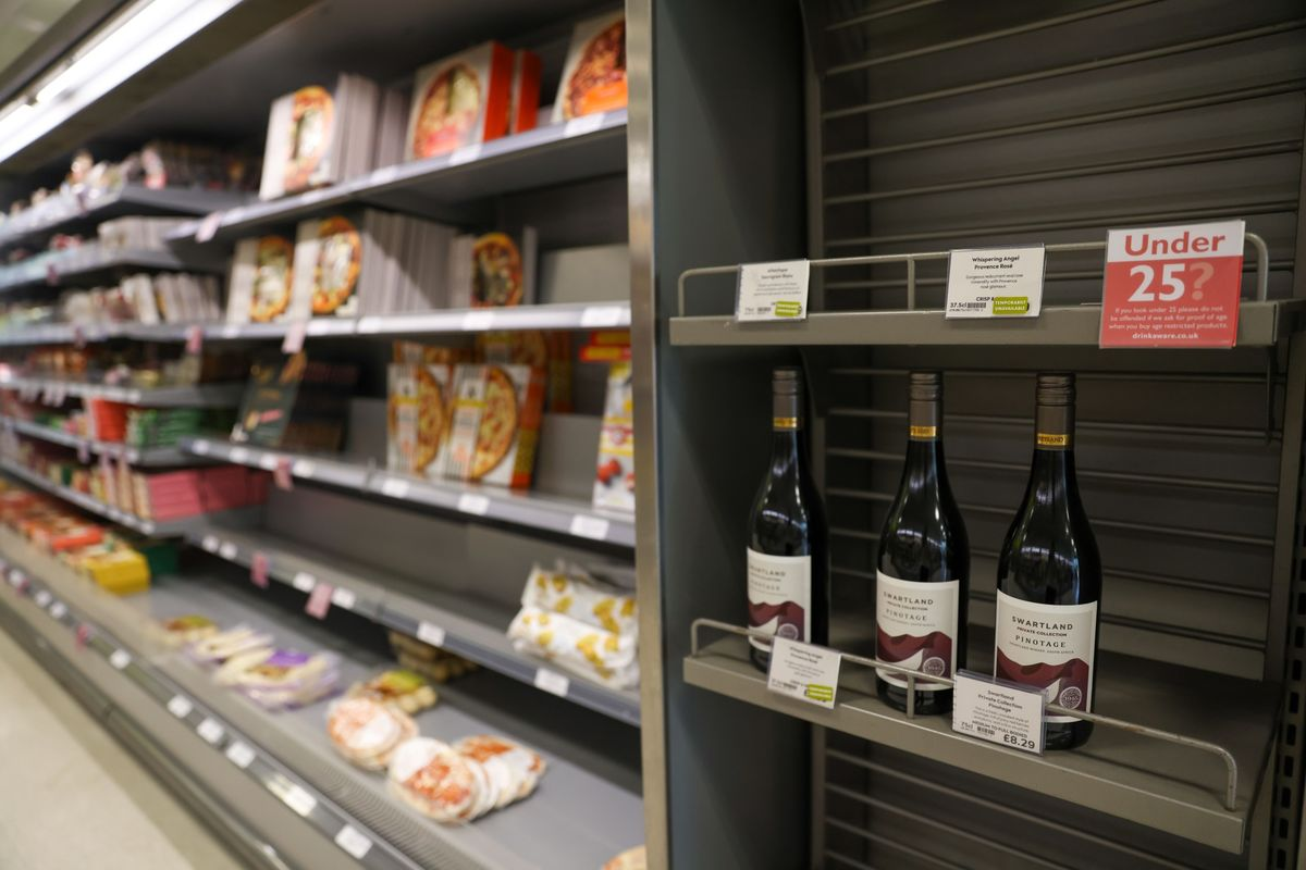 U.K. to Scrap Post-Brexit Red Tape on Wine Imports, Cutting Cost