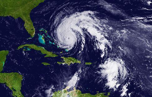 Hurricane Earl Regains Strength