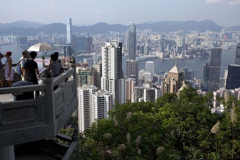 Hong Kong Home Prices to Decline as Much as 25%, Bernstein Says