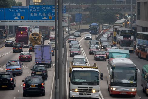 Hong Kong Bans Idling Engines in 14-Year Battle Against Smog