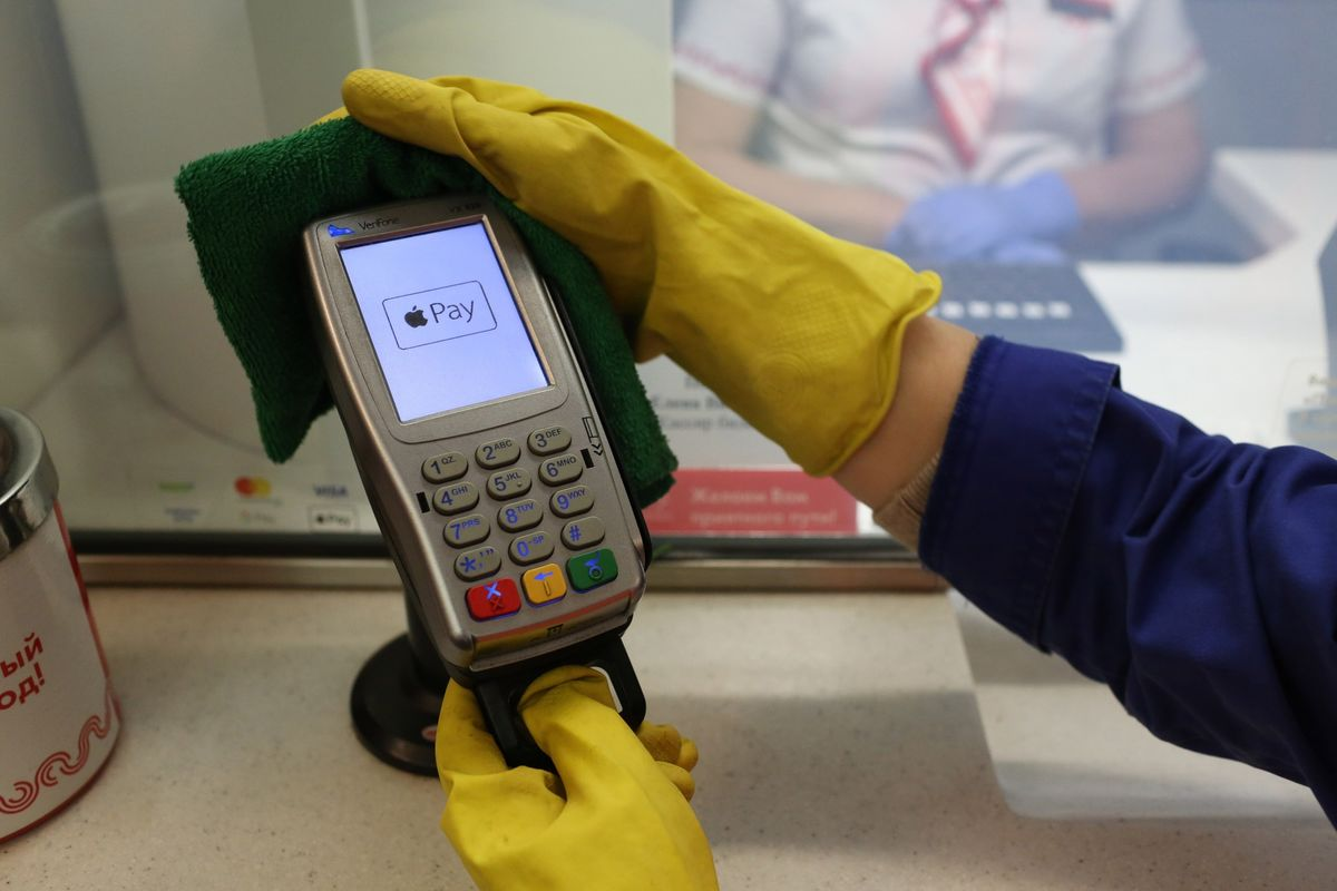 Contactless Payments Skyrocket Because No One Wants to Handle Cash
