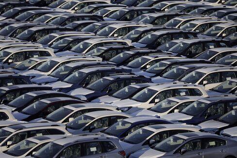 輸出を待つ日本車