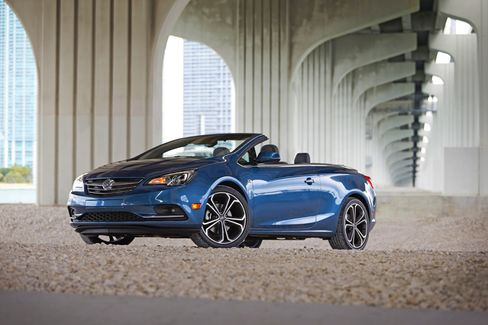 People don't buy many convertibles these days, but that didn't stop Buick from making the Cascada.