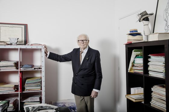 Pierre Cardin, Designer Who Turned Name Into Brand, Dies at 98