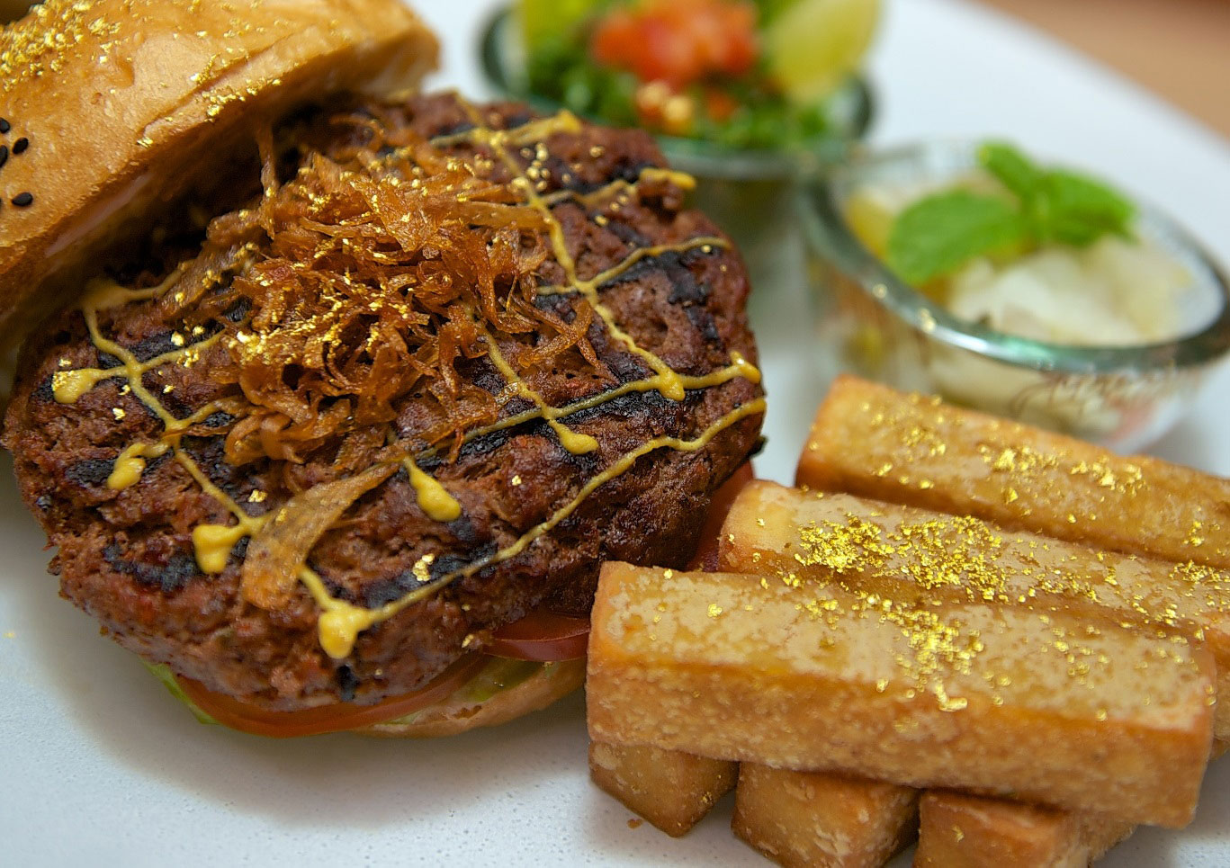 review camel burger with gold leaf at emirates palace in abu