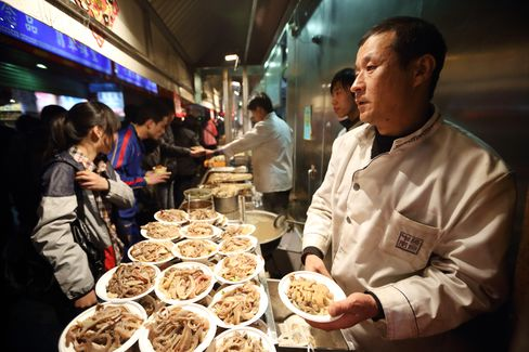 China's Service Industries Expand at Slower Pace, Survey Shows