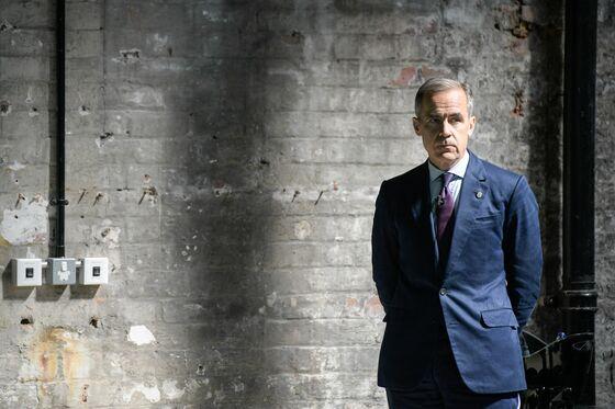 Carney's Future Back in Spotlight Amid No-Deal Brexit Talk