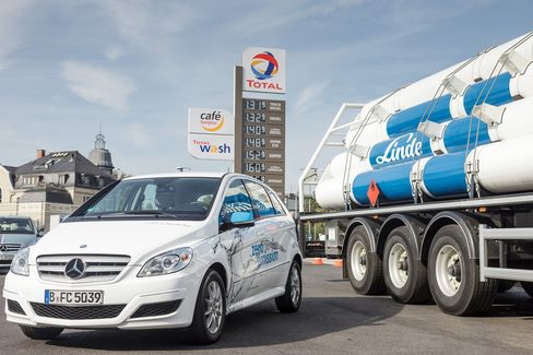 A Linde AG hydrogen truck sits at a fuel sation in Berlin
