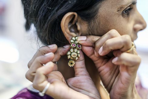 Gold Jewelers in India Betting on Festival Rush to Halt Slowdown