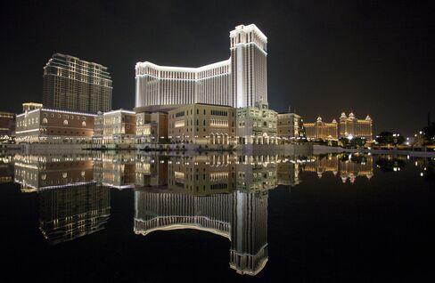 Billionaire Lui Gains as Probes Hit Macau Casino Rivals