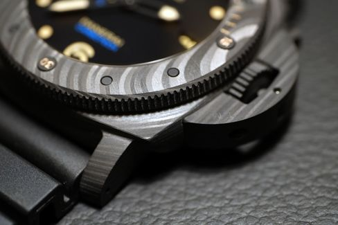 The milled Carbotech has a matte surface with a natural wave effect.