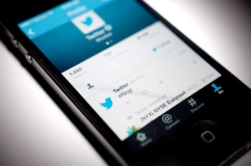 Twitter to Sell Mobile-App Promotions to Facebook-Sized Audience