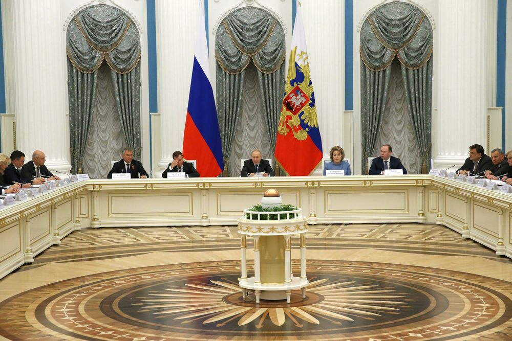 One Year In, Putin's Grand Economic Plan Is Tainted With Manure