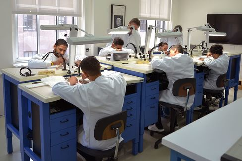 The introductory class in New York comprises six students.