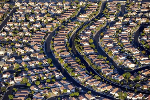 Investors Widen U.S. Rental Search as Home Costs Rise