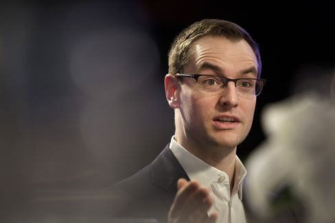 Robby Mook speaks in Manchester, New Hampshire on Feb. 4.
