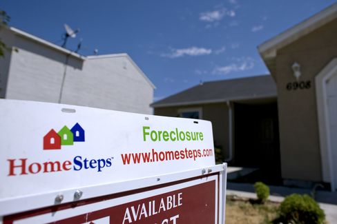 Housing Slide in U.S. Threatens Economy