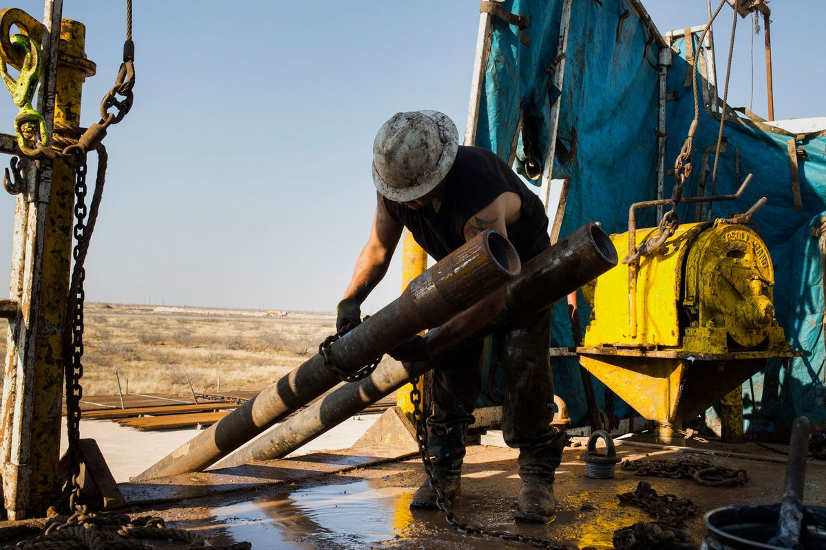 Oil Production Jumps in March Even as U.S. Drilling Collapses